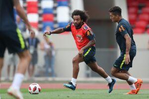 Tite vai promover a volta de Marcelo, recuperado de dores na coluna que o tiraram ainda no primeiro tempo do jogo contra a Sérvia