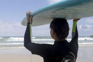 A Associação de Surf do Guarujá (ASG), em parceria com a Prefeitura promove o 2º Festival de Surf, na Praia do Tombo