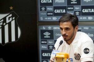O meia Bryan Ruiz realizou o seu primeiro treino com a camisa do Santos na manhã desta segunda-feira (23), no CT Rei Pelé