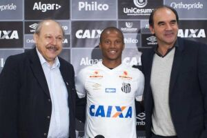 Sánchez foi apresentado no Santos