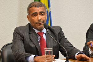 As apreensões serão usadas para quitar dívidas de Romário com a empresa Koncretize Projetos e Obras