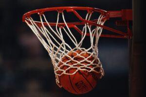 Aulas de basquete estão entre as opções ofertadas