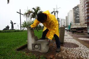 As bases em concreto são fabricadas por equipe da própria Seserp