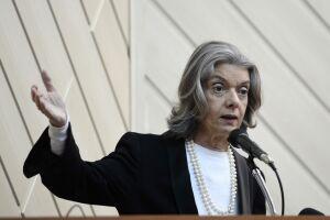 Cármen Lúcia disse que o poder judiciário brasileiro precisa ser transformado