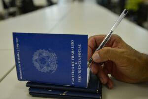 Acordo com Ministério do Trabalho permitirá que Correios emitam carteira profissional