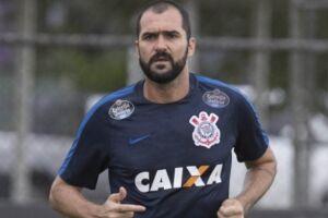 Danilo tem contrato com o Corinthians até o fim do ano