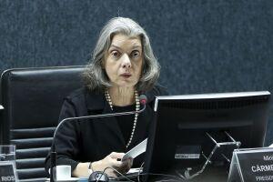 Cármen Lúcia é a terceira na linha sucessória para assumir interinamente a Presidência da República