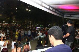 Domingo (8) é dia de dançar ao som das melhores bandas da região.