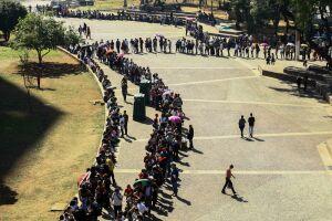 Por volta de 11 horas, a distribuição de senhas foi encerrada com 5.000 inscritos