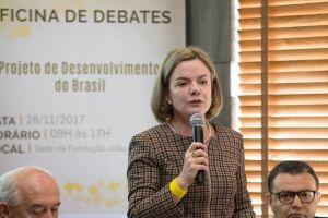 A senadora e presidente do PT, Gleisi Hofmann, em evento no Brasil ao final de 2017.