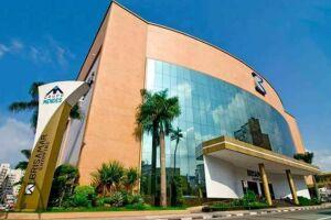 O Brisamar Shopping fica na rua Frei Gaspar, 365, Centro, em São Vicente.
