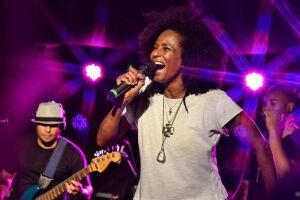 Izzy Gordon canta Nina Simone & Elza Soares na sexta-feira
