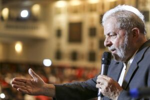 Lula está preso em Curitiba desde 7 de abril, após ser condenado em segunda instância a 12 anos e um mês de prisão por corrupção passiva e lavagem de dinheiro no caso do tríplex de Guarujá (SP)