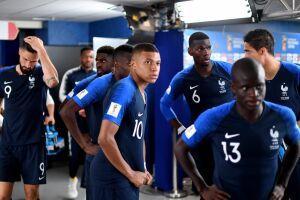 O time francês atuará inteiramente de azul (camisa, calção e meias), enquanto os croatas usarão a tradicional camisa xadrez branco e vermelha, com calção e meia brancas