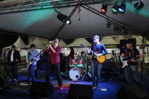 A banda Cronistas foi a primeira a se apresentar no 4º Festival da Juventude de Santos