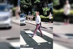O ex-Beatle andou pelo lugar durante um evento surpresa no estúdio Abbey Road