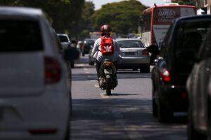 Congestionamentos e complicações do trânsito são alguns dos fatores que incentivaram a população a investirem em motos