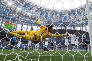 A seleção europeia venceu os uruguaios por 2 a 0 nesta sexta-feira (6)