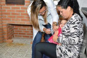 Expectativa é que 3.465 crianças recebam a dose da vacina tríplice