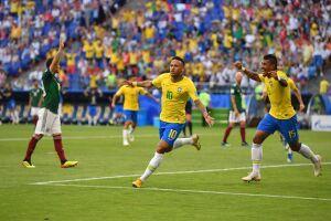 Neymar celebra gol marcado contra o México