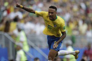 Neymar marcou um gol de deu um passe para o outro