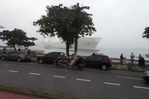 O incidente ocorreu por volta de 17h20; a embarcação não seguiu viagem e será inspecionada nesta sexta (20)