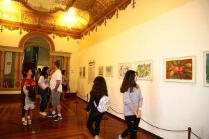 Os visitantes podem admirar 56 obras de 28 artistas reconhecidos internacionalmente