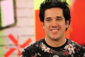 Rogério Flausino, e a produtora da banda, a Jota Quest Produções, foram  condenado, em primeira instância, a pagar R$ 50 mil de indenização por danos morais à dupla sertaneja Nycolas e Fabiani