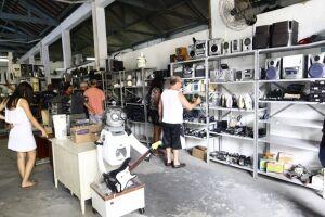 O galpão está localizado na Avenida Conselheiro Nébias, 85, no bairro do Paquetá