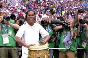 Ronaldinho na cerimônia de encerramento da Copa do Mundo no domingo (15)