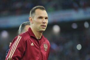 O zagueiro Serguei Ignashevich, 38 anos.
