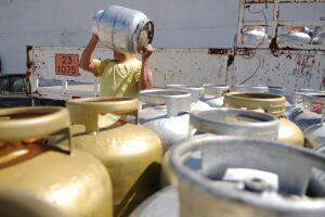 Botijão de gás tem alta de 27% em um ano