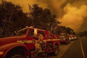 O incêndio começou na última segunda-feira, 23, e triplicou de tamanho na quinta-feira, atingindo 115 quilômetros quadrados de extensão