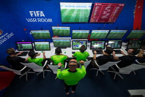 O sistema de árbitro de vídeo (VAR) foi destaque na fase de grupos