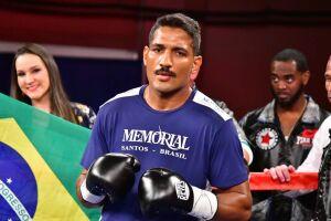 Yamaguchi Falcão encara um duelo contra o mexicano Elias Espadas
