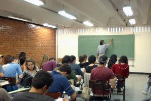 Capes torna mais rígida avaliação de cursos de pós-graduação