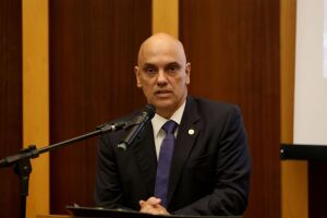 O ministro do STF, Alexandre de Moraes, concedeu a liminar que determinava, entre outras medidas, a multa de R$ 100 mil por dia para entidades e empresas e de R$ 10 mil por dia para os motoristas que bloqueassem as rodovias
