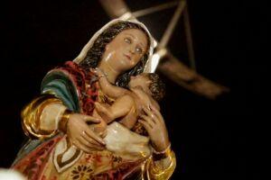 As  homenagens à Padroeira da Cdade começaram nesta segunda-feira, 6, com novenas e missas, que vão até o dia 14, na Igreja Matriz,