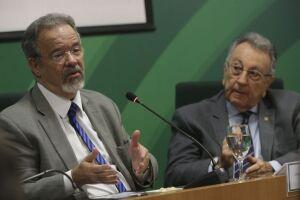 O ministro da Segurança Pública, Raul Jungmann, e o presidente da CNA, João Martins, instalam o grupo de trabalho para debater e sugerir soluções conjuntas de combate à criminalidade no campo