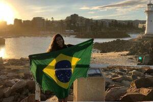 Jovens tem deixado o Brasil em busca de novas perspectivas.