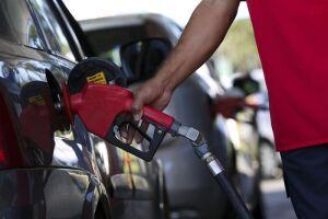 Em São Paulo, o litro da gasolina caiu 0,14% na semana passada, de R$ 4,241 para R$ 4,235