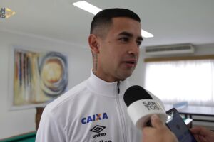 Derlis González foi apresentado oficialmente como novo reforço do Santos