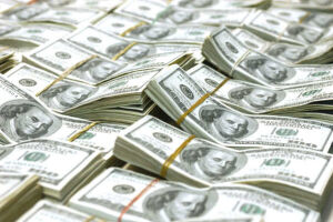 O dólar estava cotado a R$ 4,105 para venda às 10h30, depois de abrir o pregão em leve baixa de 0,13%, valendo R$ 4,0760 para venda às 9h