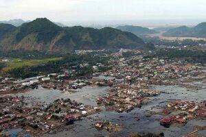 Mais de 300 mil pessoas se abrigaram em mais de 1.500 campos de resgate, disseram autoridades.
