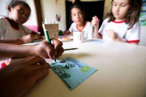 As regras definiram que a matrícula no primeiro ano do ensino fundamental só pode feita se a criança tiver completado 6 anos