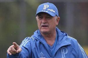 Na sua última passagem pelo clube, de 2010 a 2012, o técnico do pentacampeonato não dirigiu a equipe no local, que estava em obras.