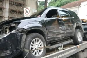 Toyota Hilux do acusado, na foto, atingiu o carro ocupado pelas vítimas ao menos duas vezes
