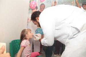Até o final da tarde de terça (7), foram aplicadas no Município (redes pública e particular) um total de 6.529 doses contra a pólio (38,31% do total) e 6.471 doses da tríplice viral - sarampo, caxumba e rubéola (37,97%)