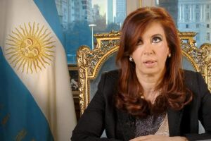 Cristina foi chamada para defender-se da acusação de fazer parte de um esquema de benefícios a empreiteiros de que teria participado seu governo (2007-2015) e o de seu marido, Néstor Kirchner