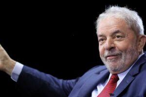 Luiz Inácio Lula da Silva decidiu desafiar a lei eleitoral.